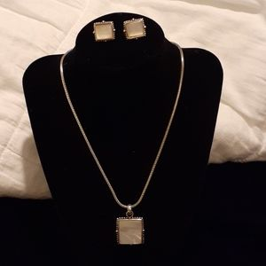Vtg Mother of Pearl necklace and earrings